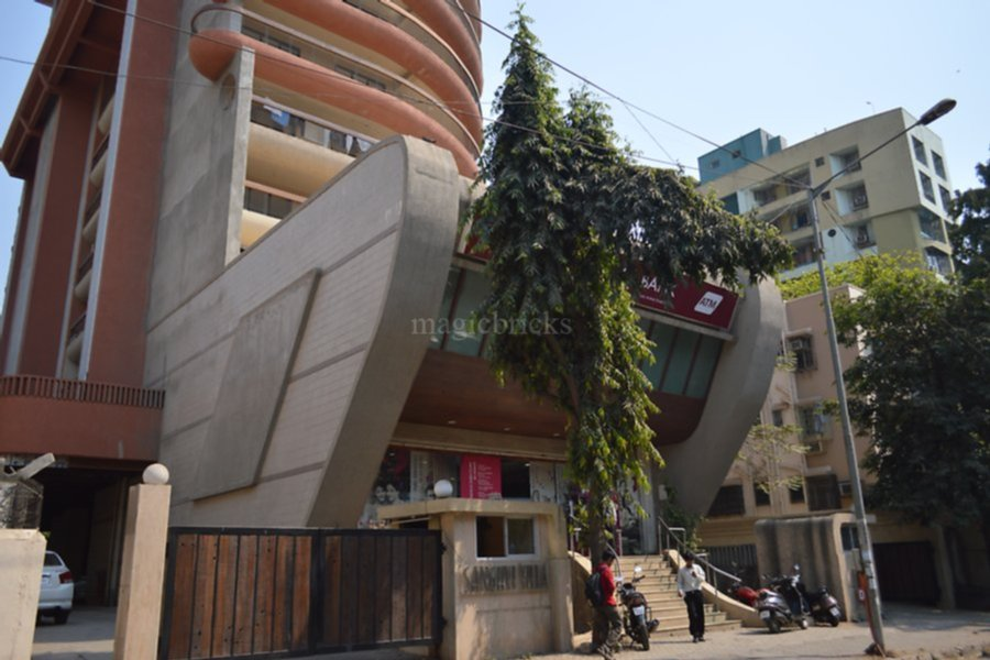 axis bank in andheri west near station